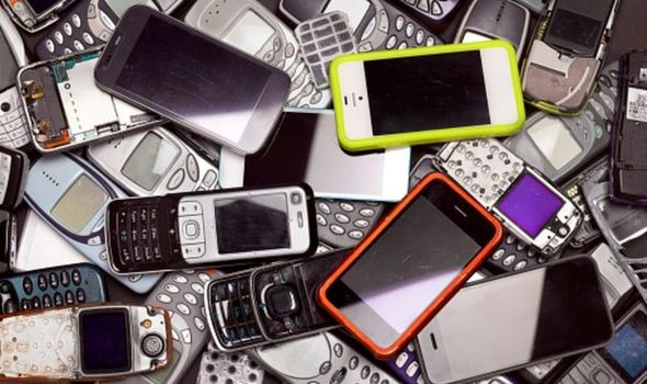 STUDY REVEALS BEST-VALUE MOBILE PHONES OF THE PAST 25 YEARS! 📲